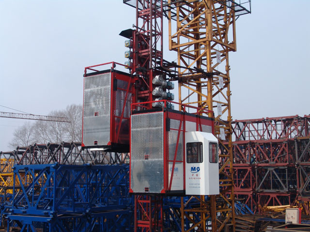 Red Construction Material Hoists Twin Cage , Electric Ladder Lift